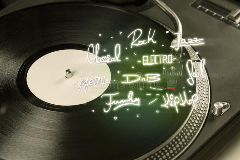Draaischijf met vinyl en muziek geschreven genres royalty-vrije stock foto