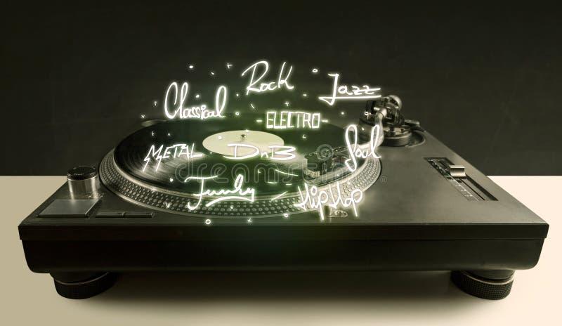 Draaischijf met vinyl en muziek geschreven genres royalty-vrije stock afbeelding
