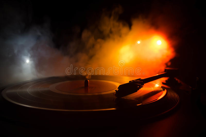 Draaischijf vinylplatenspeler Retro audiomateriaal voor deejay Correcte technologie voor DJ om muziek te mengen te spelen Het vin royalty-vrije stock foto's