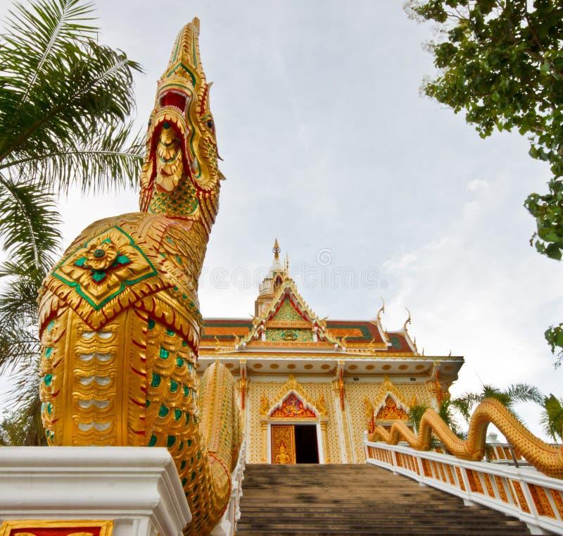 Draak bij Thaise tempel royalty-vrije stock afbeelding