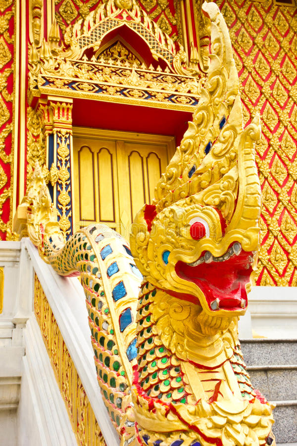 Draak bij Thaise tempel royalty-vrije stock foto's