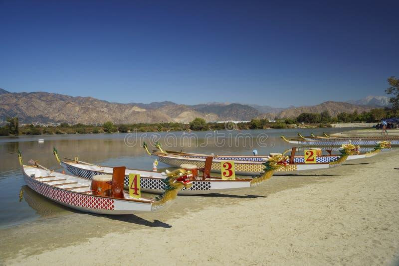 Draakboot in Santa Fe Dam Recreation Area stock foto