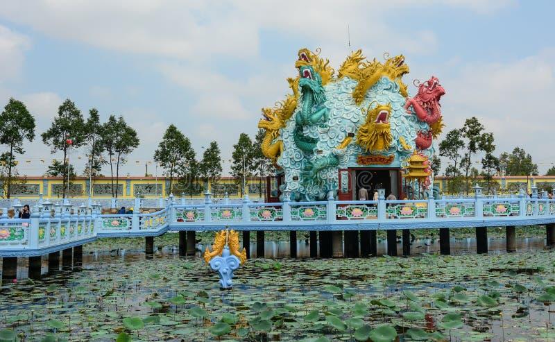 Draakstandbeelden op het meer in Penang, Maleisië stock fotografie