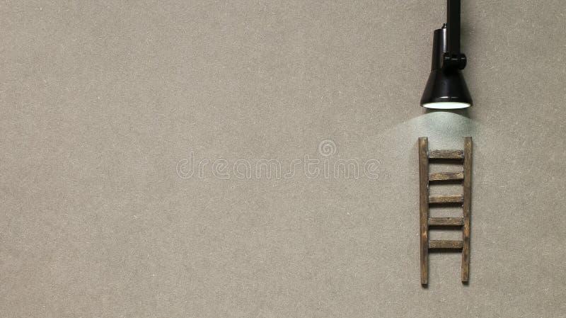 Drabina drewniana ze światłem Rozwój, wyzwanie, koncepcja sukcesu fotografia royalty free