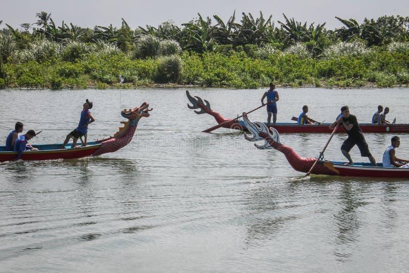 Drachebootswettbewerb am yogyakerta Indonesien stockfotografie