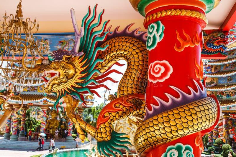 Drachen im chinesischen Tempel stockfotos