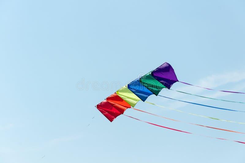 Drachen im Himmel lizenzfreie stockfotos