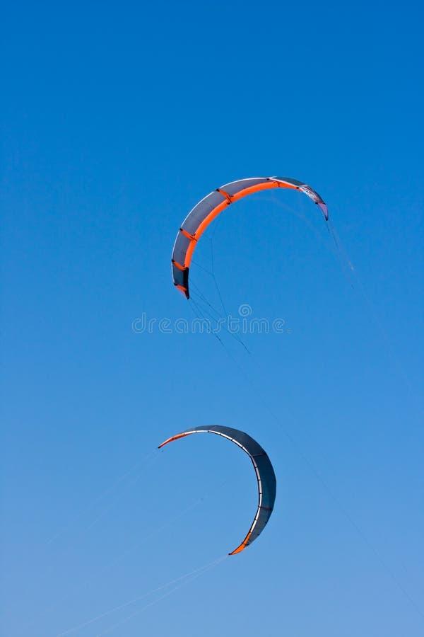 Drachen-Surfen lizenzfreies stockfoto