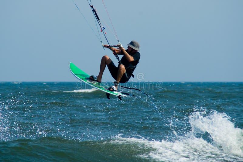 Drachen-Surfen lizenzfreies stockbild