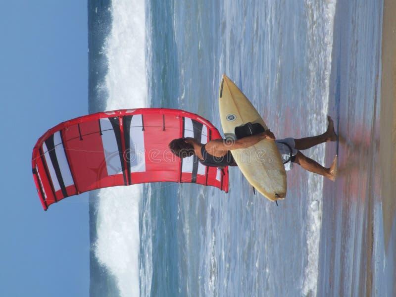 Drachen-Surfer in Florianopolis lizenzfreies stockbild