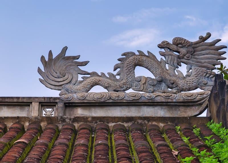 Drachestatue im chinesischen Tempel lizenzfreie stockfotos