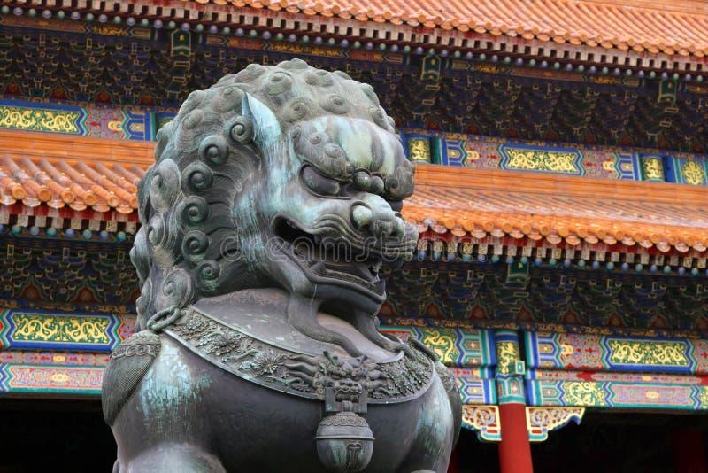 Drachestatue innerhalb der Verbotenen Stadt in Peking, Vietnam lizenzfreie stockfotografie