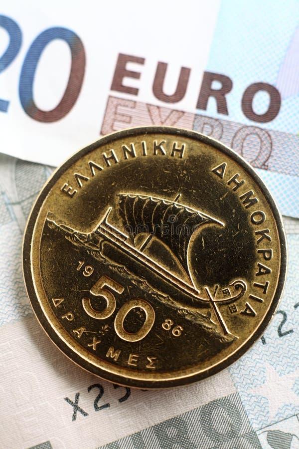Dracma greca sugli euro verticali immagini stock libere da diritti