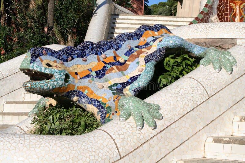 Dracon-hagedis - het symbool van Barcelona in park Guell. stock foto's