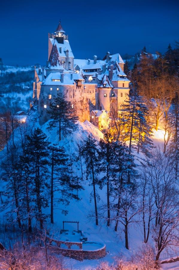 Dracula ` s kasztel w zimie fotografia royalty free