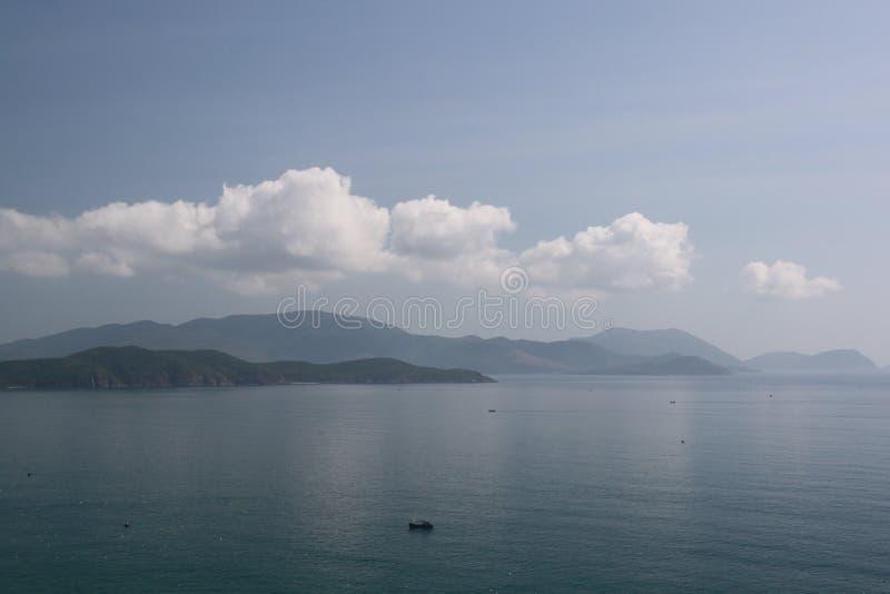 Dragão do céu sobre o mar foto de stock