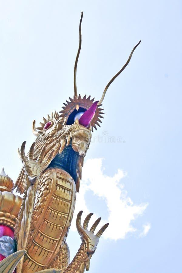 Dragão em Wattaasung, Uthaithani, Tailândia foto de stock royalty free