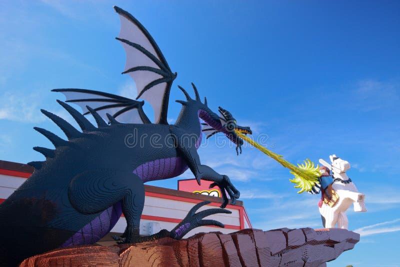 Dragão na zona de Lego de Disney da baixa imagens de stock