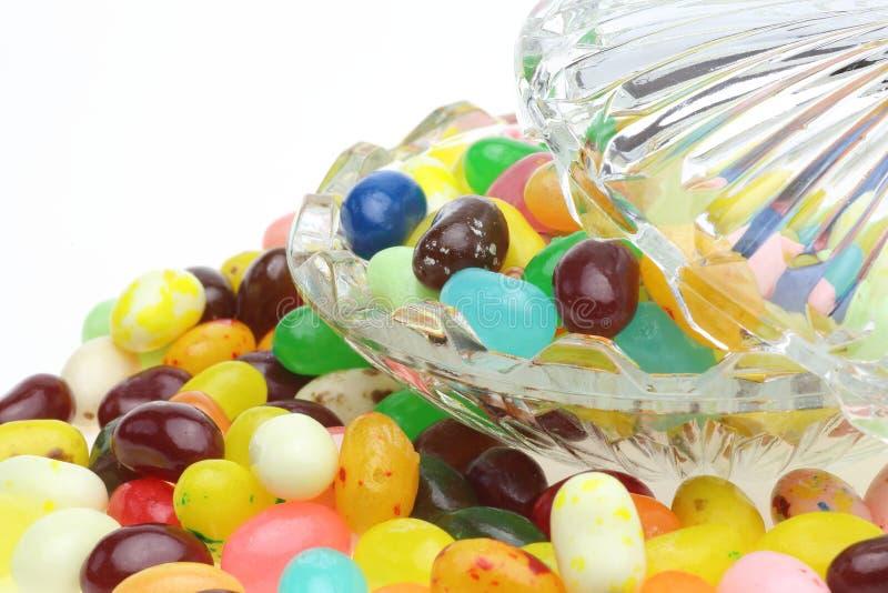 Dragée à la gelée de sucre dans un bol en verre image libre de droits