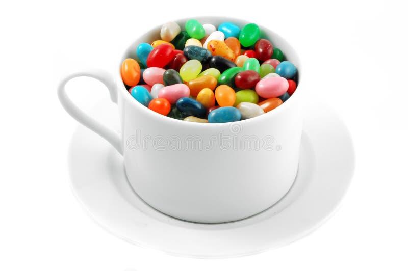 Dragées à la gelée de sucre dans la tasse photographie stock libre de droits