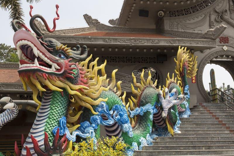 Dragón azul grande en la entrada imágenes de archivo libres de regalías