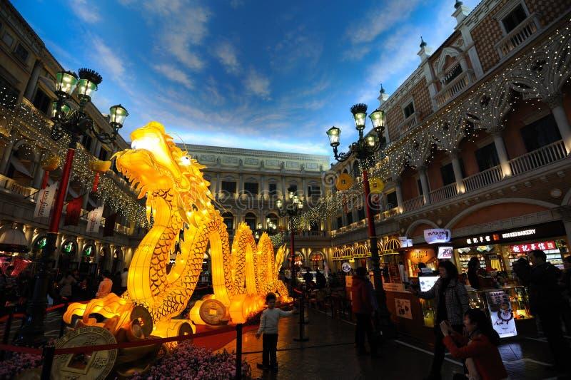Dragón de la iluminación en el hotel veneciano fotografía de archivo libre de regalías
