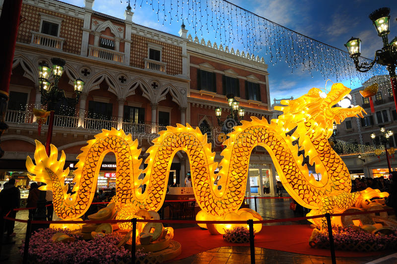 Dragón de la iluminación en el veneciano imágenes de archivo libres de regalías