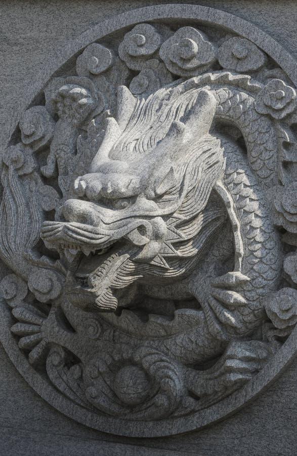 Dragón de talla de piedra imagenes de archivo
