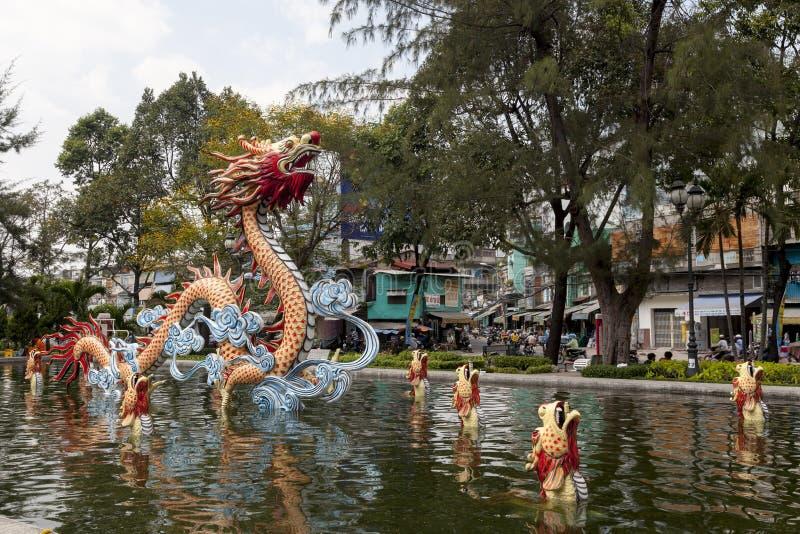 Dragón en la ciudad de China fotos de archivo