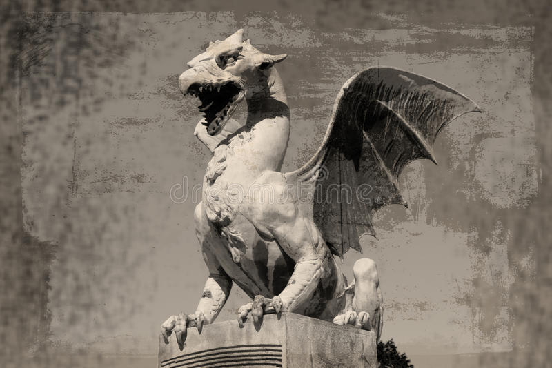 Dragón (Zmajski más), símbolo de Ljubljana, Eslovenia imagenes de archivo