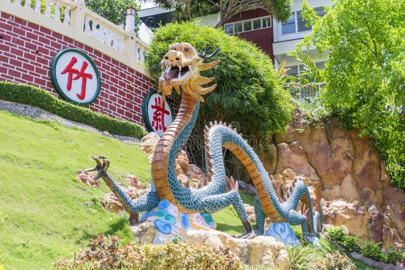 Dragões do templo da taoista em Filipinas foto de stock