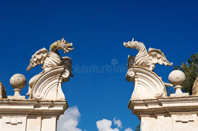 Dragões voados da casa de campo Borghese, Roma fotografia de stock