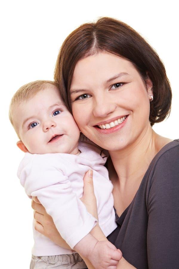 Dragend de babymeisje van de moeder royalty-vrije stock afbeelding