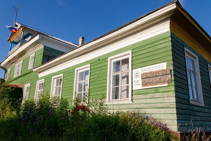 Dragningar av den Kiy ön på det vita havet av Ryssland, Arkhangelsk region, Onega område, havssemesterort Kiy arkivbilder