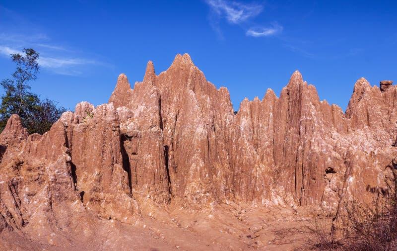 Dragningar eroderade sandstenpelare eller kolonner och klippor på SaobullerNa Noi, den srinan nationalparken arkivbild