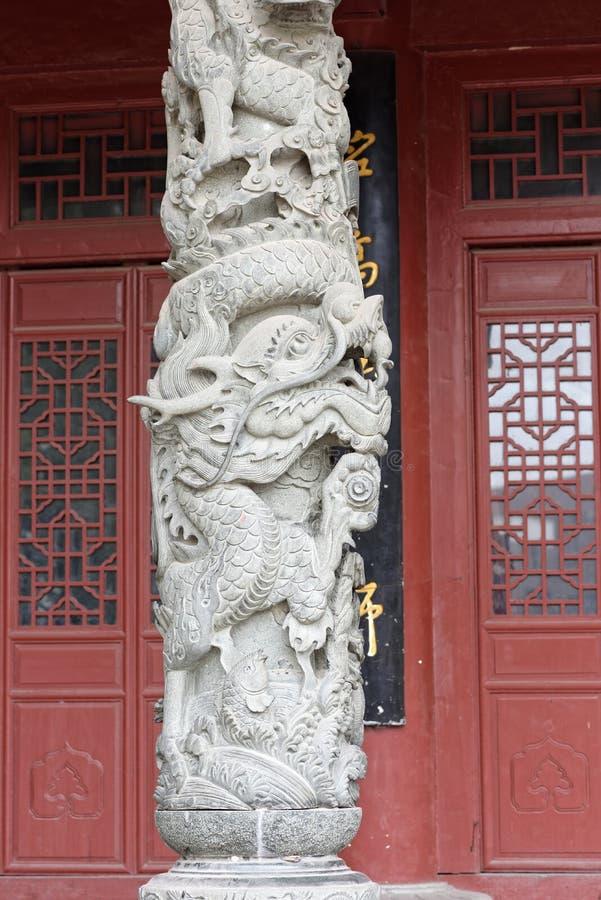 Drago cinese - sollievo di pietra della colonna immagine stock libera da diritti