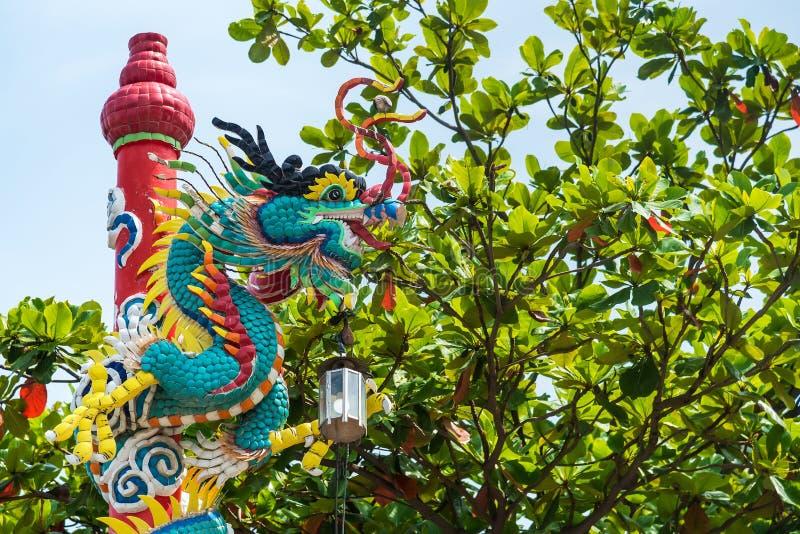 Drago cinese sul bello fondo del cielo thailand immagini stock