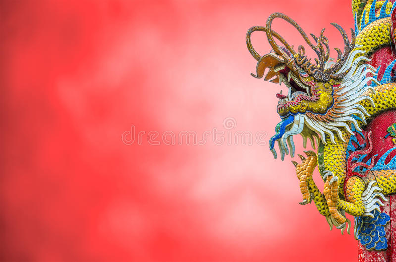 Drago cinese sul ploe fotografie stock