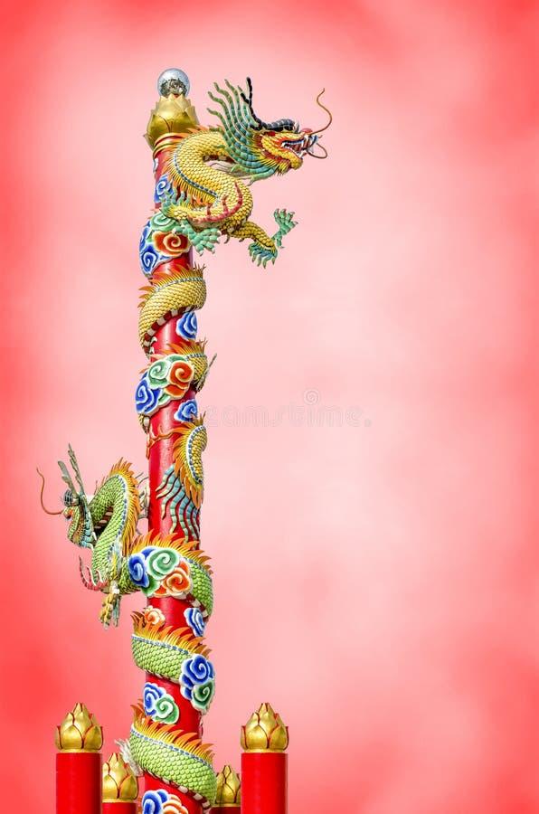 Drago cinese sul ploe immagine stock