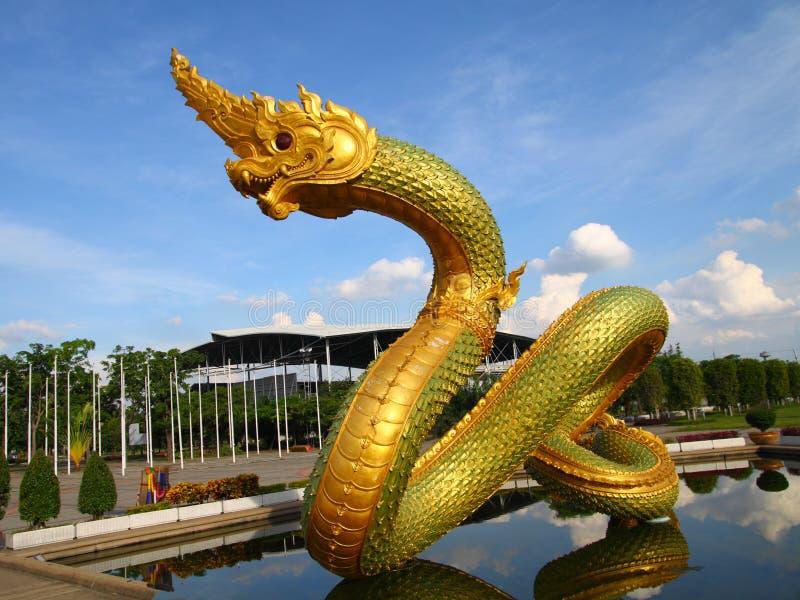 Drago o re tailandese della statua del Naga fotografia stock libera da diritti