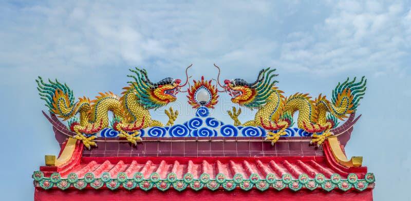 Drago sul tempio cinese immagine stock