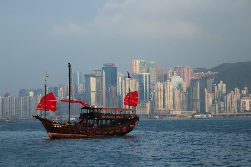 Dragon Boat tradicional em Hong Kong Harbor fotografia de stock