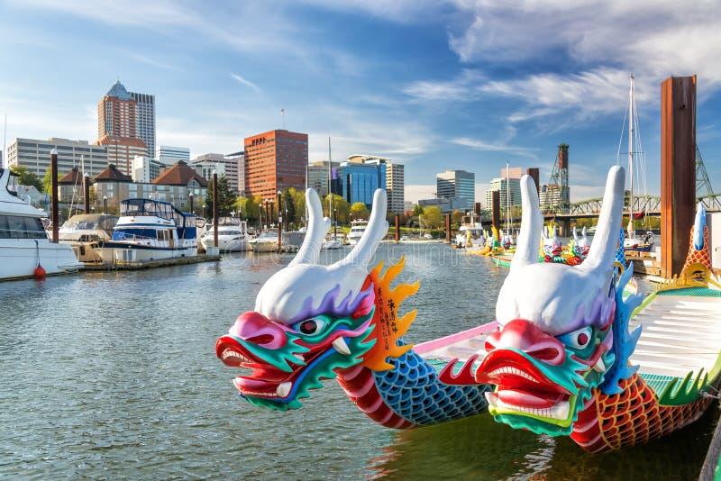 Dragon Boats en Portland Van de binnenstad stock fotografie