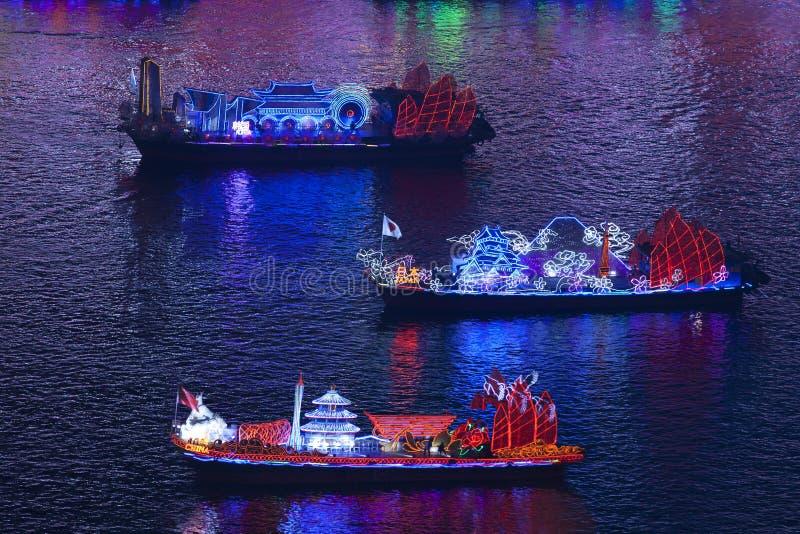 Dragon Boats op de Parelrivier in Guangzhou China stock afbeeldingen