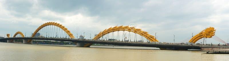 Dragon Bridge, Da Nang, curso de Vietname foto de stock