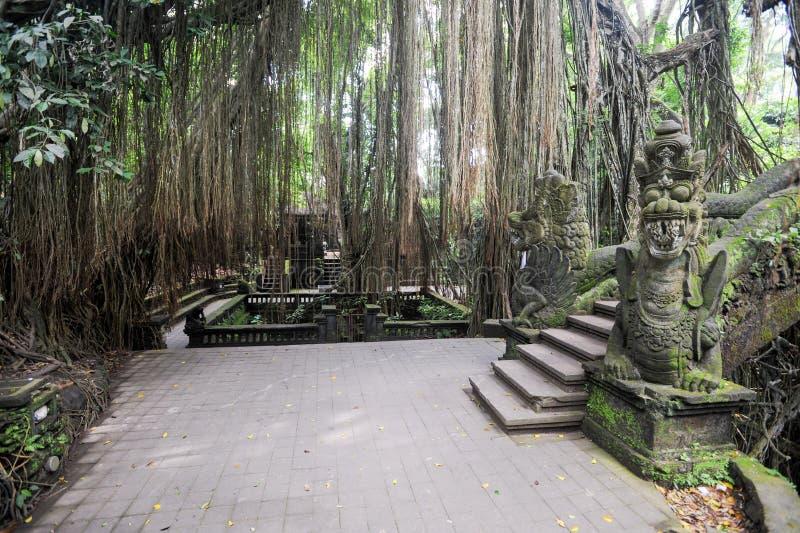 Dragon Bridge no macaco sagrado Forest Sanctuary, Ubud, Bali fotografia de stock royalty free
