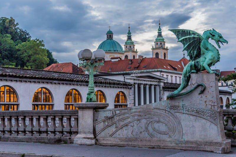 Dragon Bridge Zmajski mest, Ljubljana, Slovenien arkivbild