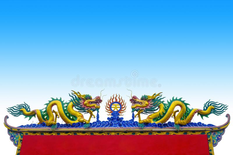 Dragon Chinese no telhado foto de stock
