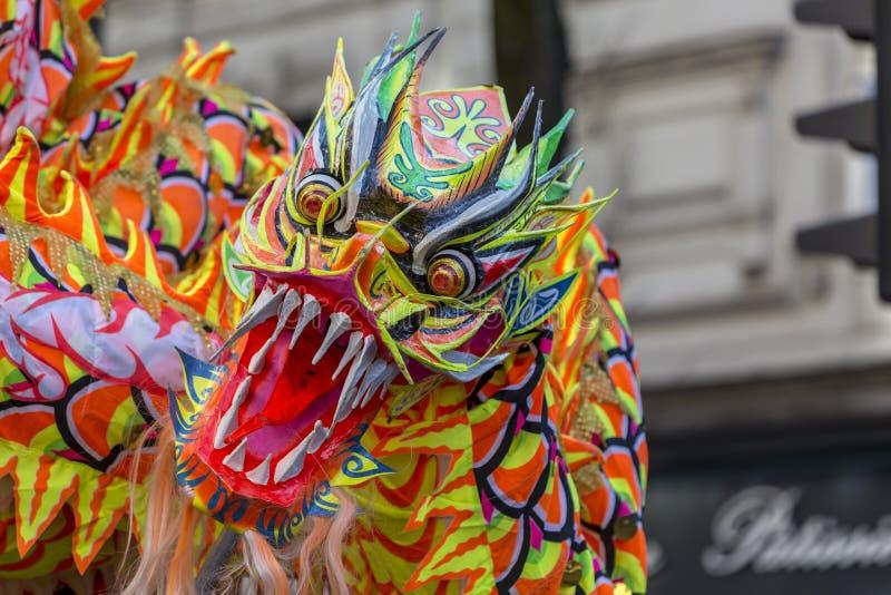 Dragon chinois - défilé chinois de nouvelle année, Paris 2018 photos libres de droits