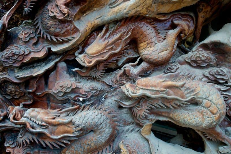Dragon découpé en bois photo libre de droits